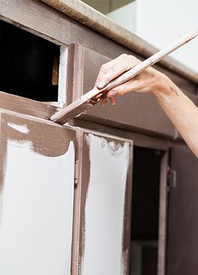 zelf de keukenkastjes schilderen