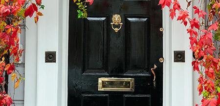 Tweede laag voordeur verven